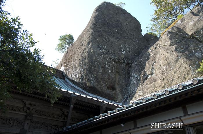 1404_屋根&岩.jpg